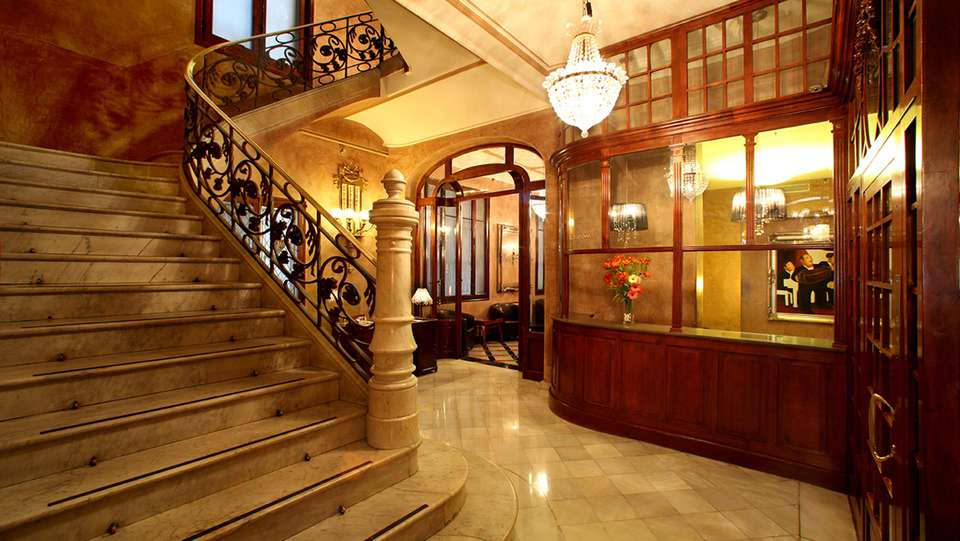 Hotel Nouvel - EDIT_hall1.jpg