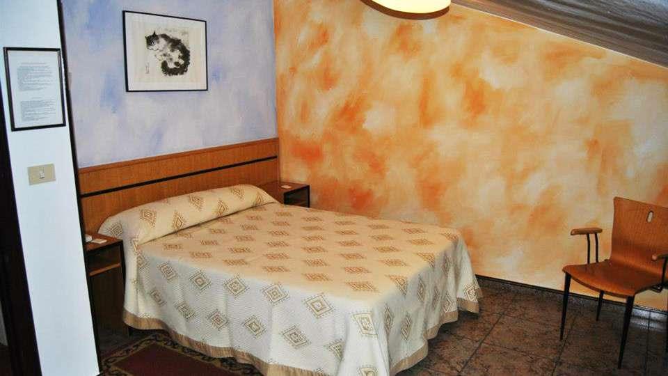 Hotel Palacio de los Vallados - EDIT_room2.jpg