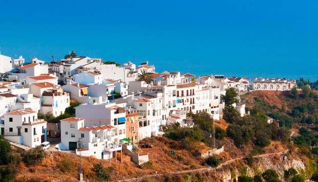 Escapada Familiar en un Pueblo Blanco andaluz, al pie de las montañas con vistas al mar