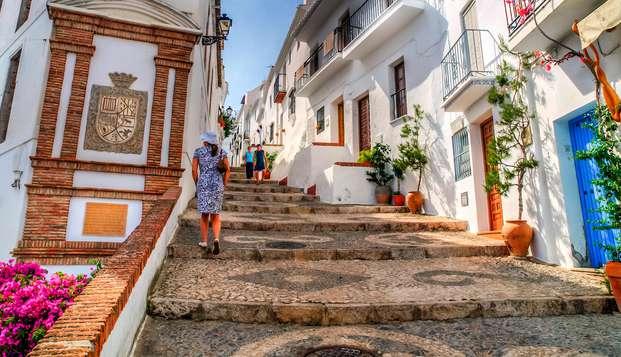 Alojate en Media Pensión con tu familia en un precioso pueblo andaluz junto a Nerja