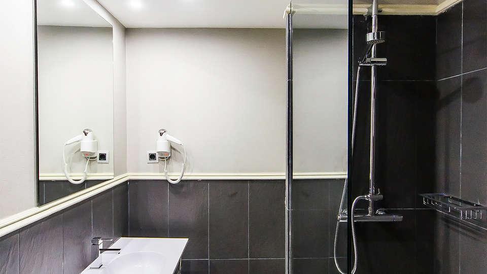 Hotel Pax Guadalajara - EDIT_bath.jpg