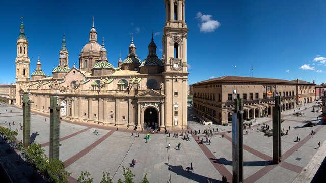 Escapada romántica en habitación superior con vistas de lujo a la basílica del Pilar