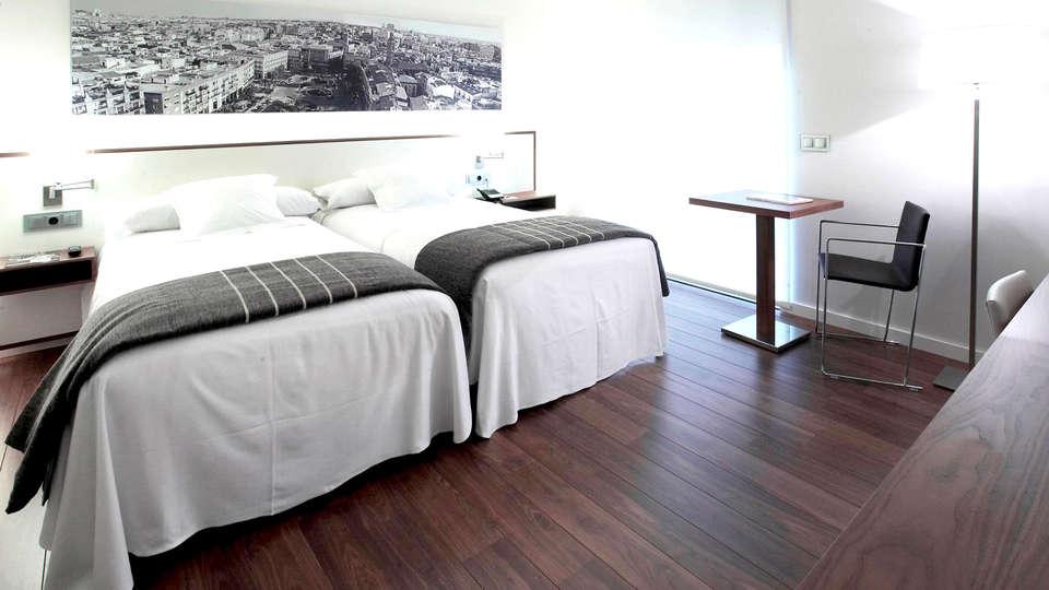 Hotel Primus Valencia - Edit_Room4.jpg