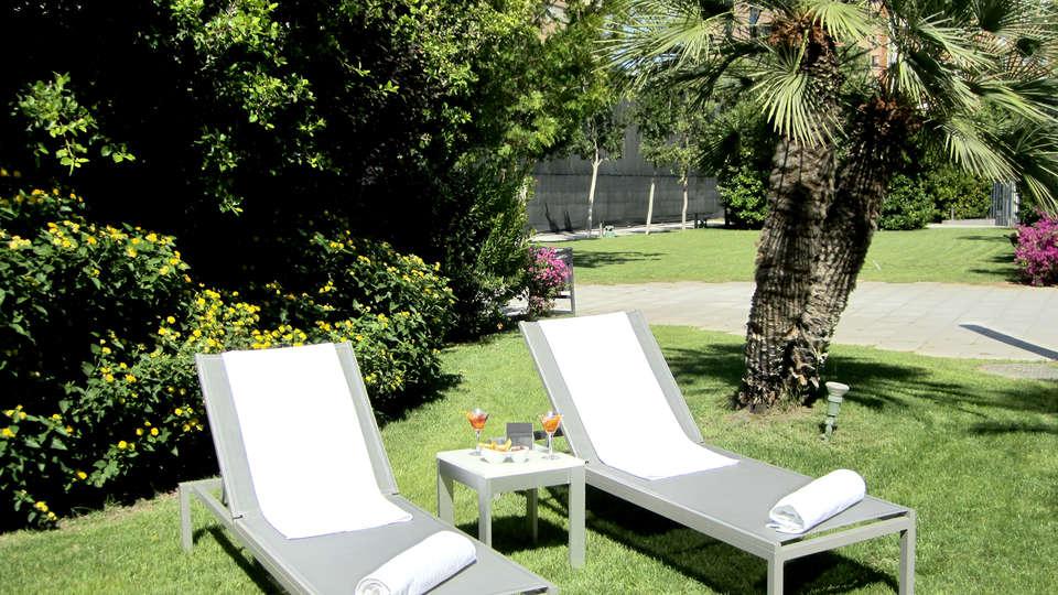 Hotel Primus Valencia - Edit_Terrace2.jpg