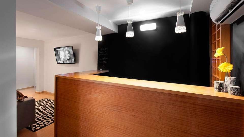 Aveiro City Lodge - EDIT_reception.jpg
