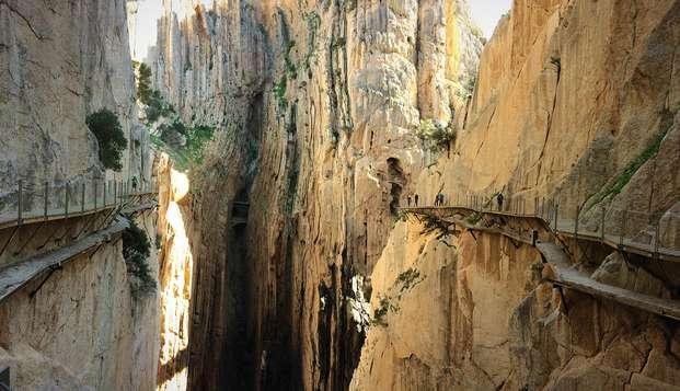 Escápate a El Burgo con entradas  al Caminito del Rey incluidas