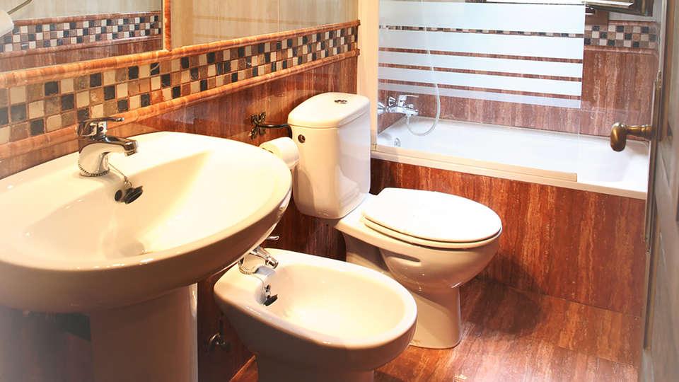 Hotel Puente Vidosa - Edit_bathroom.jpg
