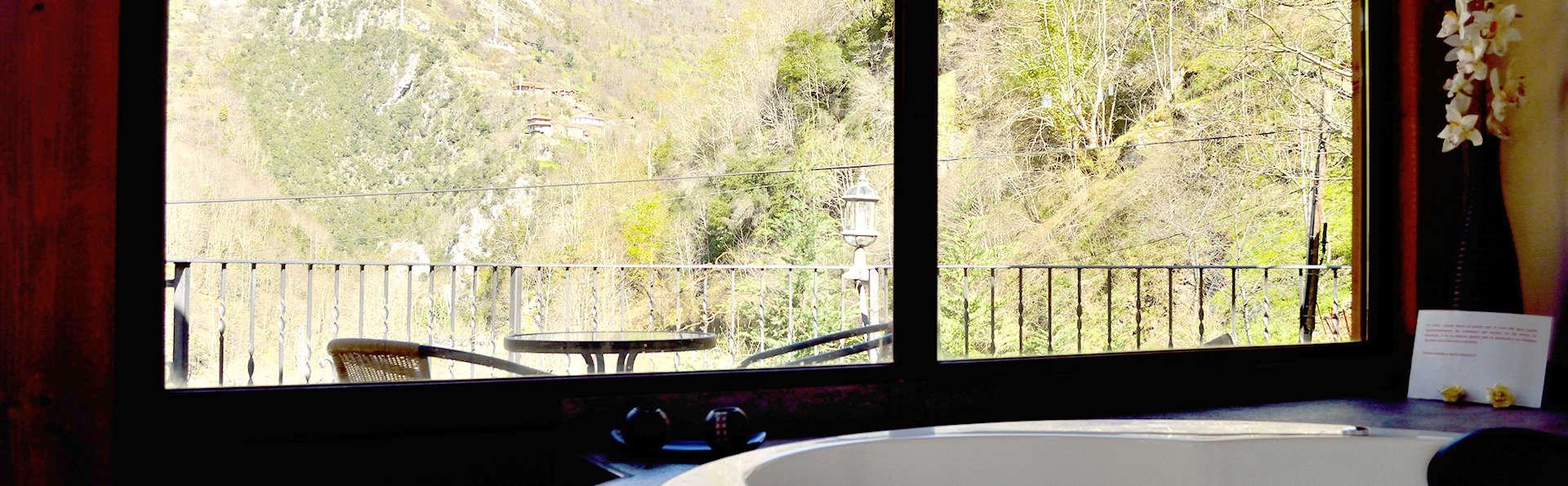 Escapada Romántica con Jacuzzi, Love Box, Bombones y Sidra en plena naturaleza asturiana