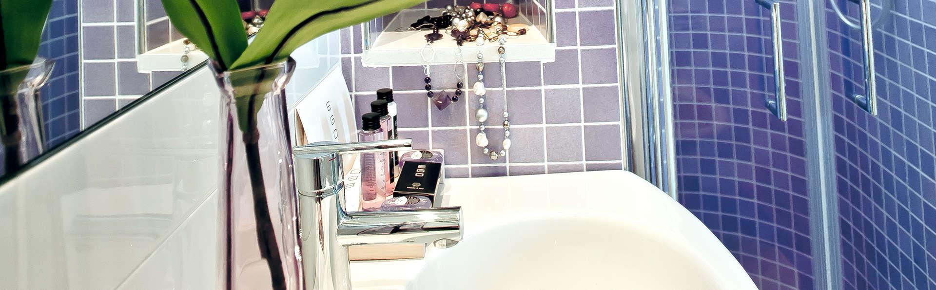 Hotel Universal - Edit_Bathroom.jpg