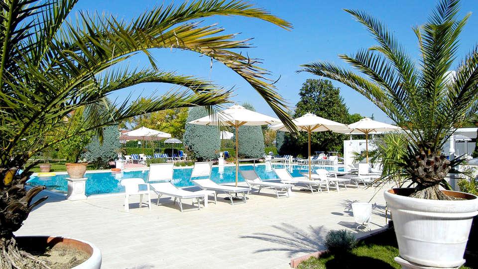 Bellavista Terme Resort & Spa - Edit_Pool6.jpg