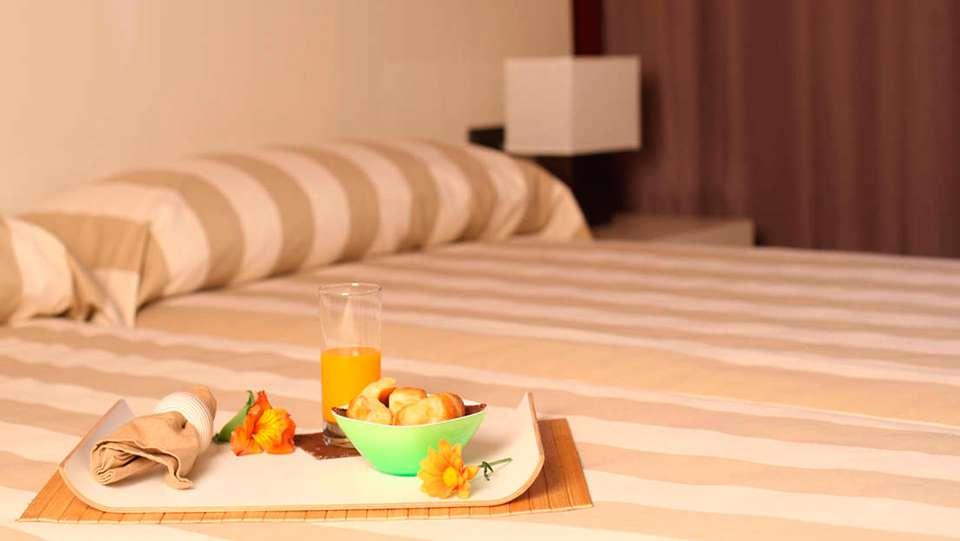 Hotel AH San Fermin Pamplona - EDIT_room5.jpg