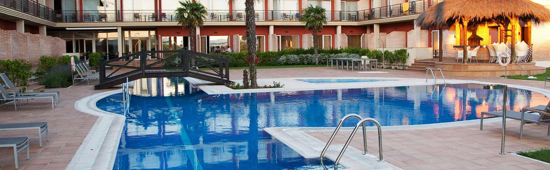 Hotel Isla de la Garena - EDIT_pool.jpg