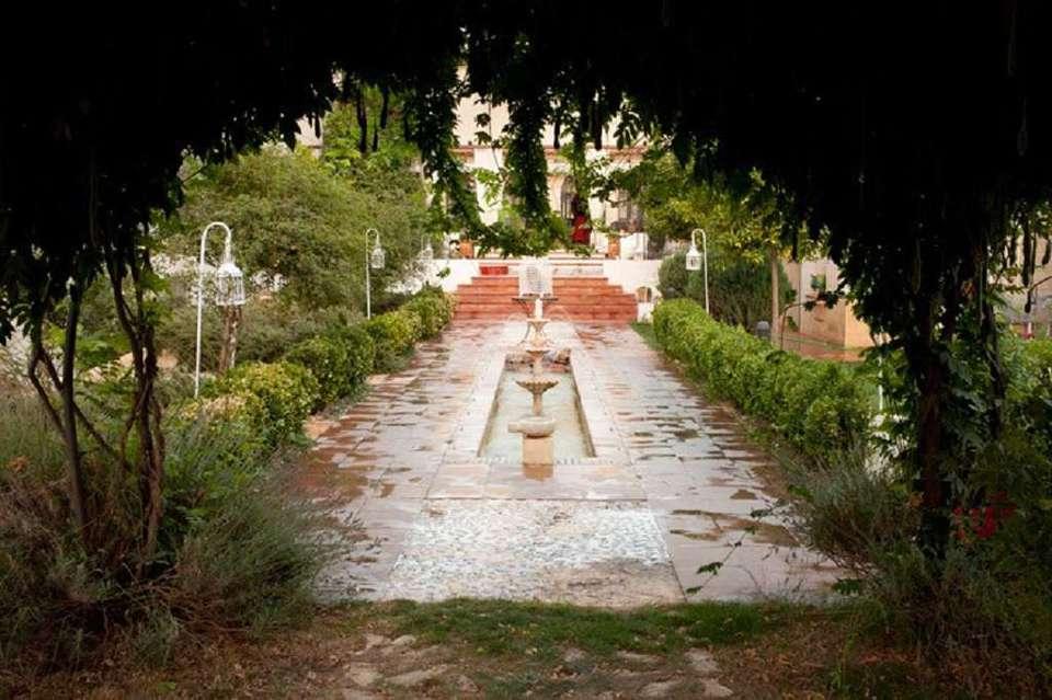 Hotel La Posada Del Moro - 657768_1024_682_FSImage_1_jardines02-01df423d31.jpg