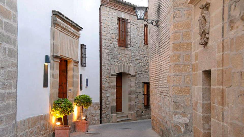 Hotel Puerta de la Luna - edit_entrada.jpg