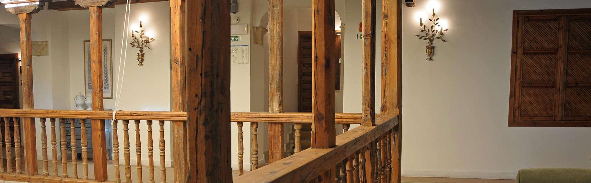 Hotel Puerta de la Luna - edit_hall.jpg