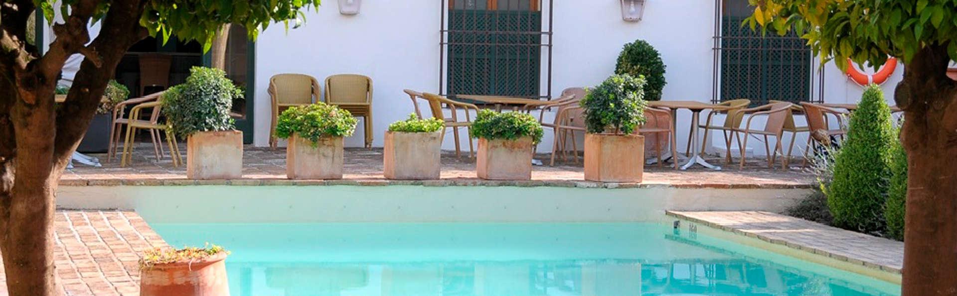Hotel Puerta de la Luna - edit_pool1.jpg