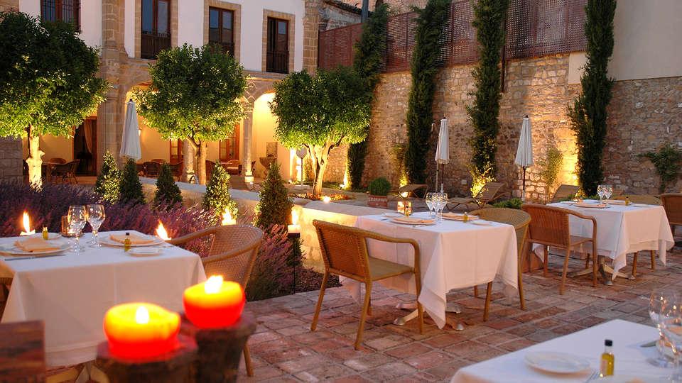 Hotel Puerta de la Luna - edit_patio1.jpg