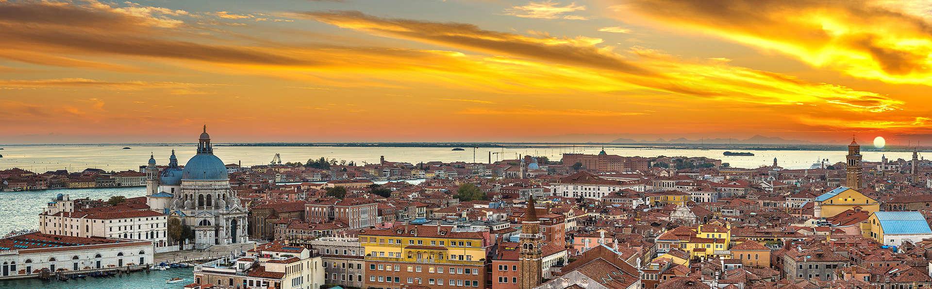 Découvrez Venise et logez vous dans un hôtel bien situé près de l'aéroport (Non remboursable)