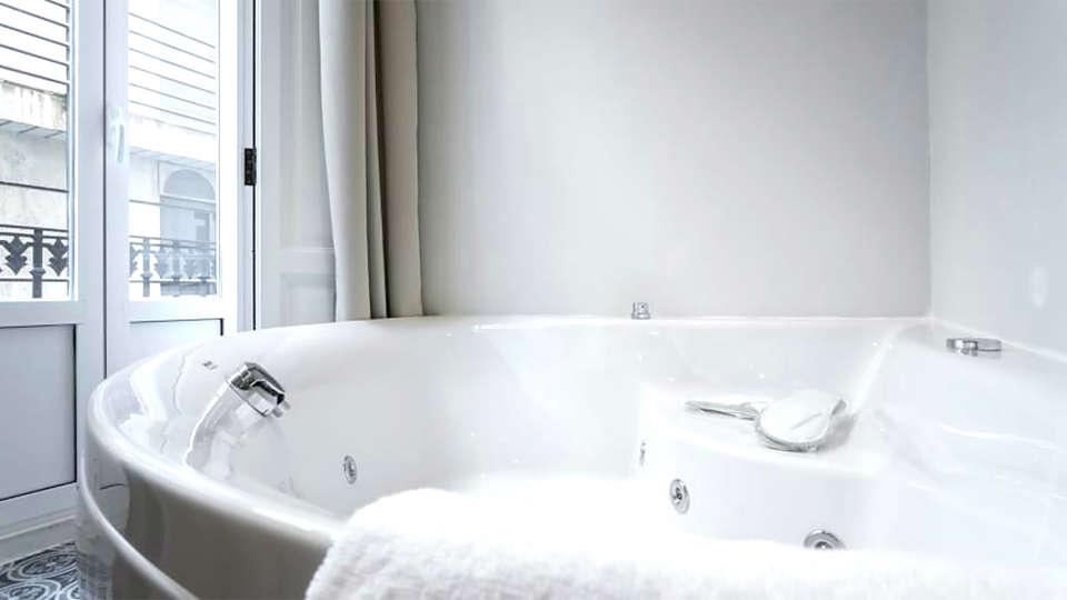 Hotel San Lorenzo Boutique - EDIT_bath3.jpg