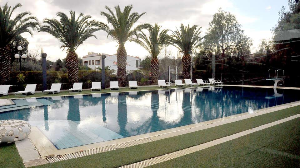 Ariha Hotel - Edit_Pool2.jpg