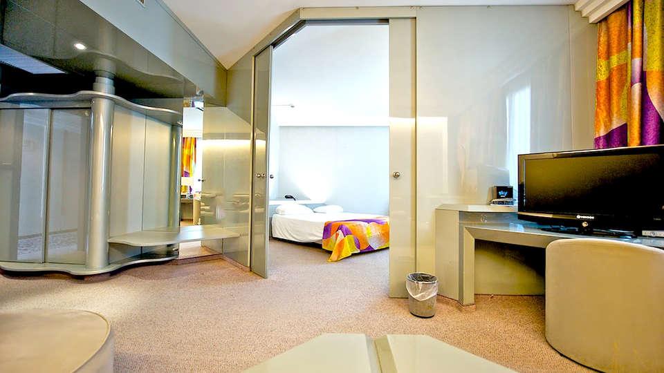 Ariha Hotel - Edit_room2.jpg