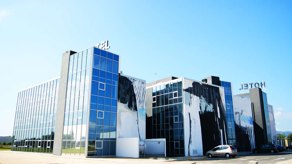 Hotel Sercotel Plana Parc - EDIT_facade.jpg