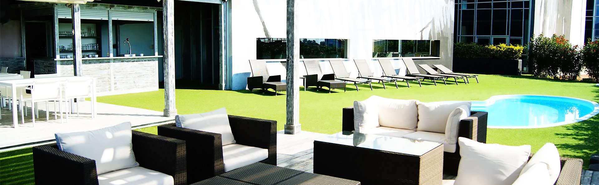 Hotel Sercotel Plana Parc - EDIT_pool2.jpg