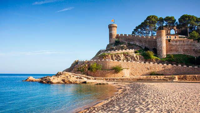 Descubre los encantos de Tossa de Mar con alojamiento y desayuno
