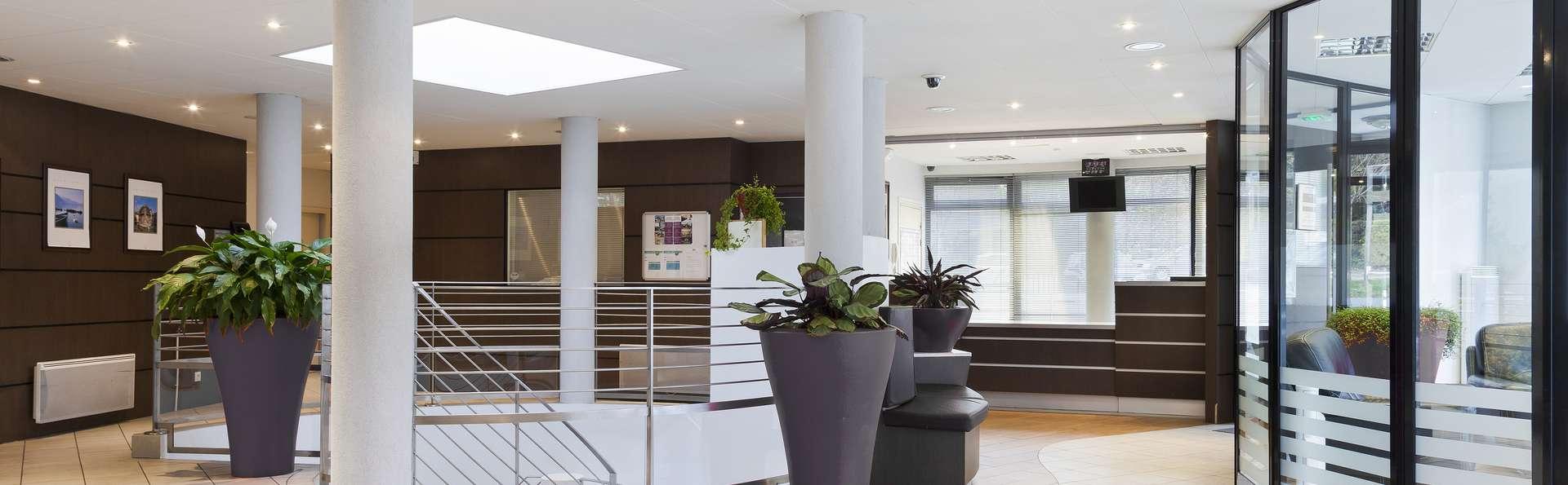 Zenitude Hôtel Résidences - Les Hauts d'Annecy - RECEPTION__2_.jpg