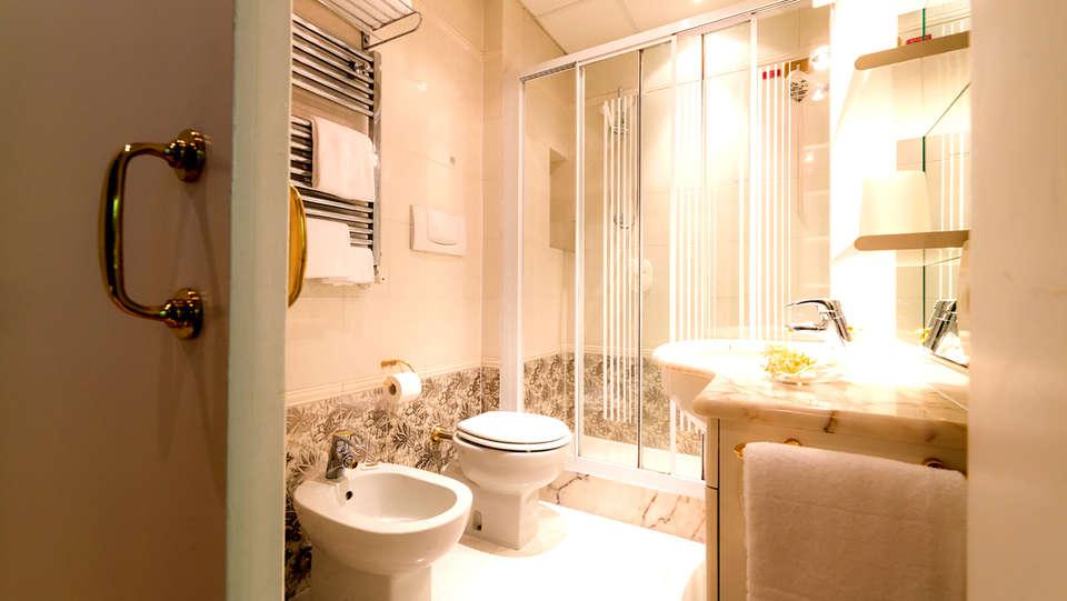 Relais Leon d'Oro - Edit_Bathroom.jpg