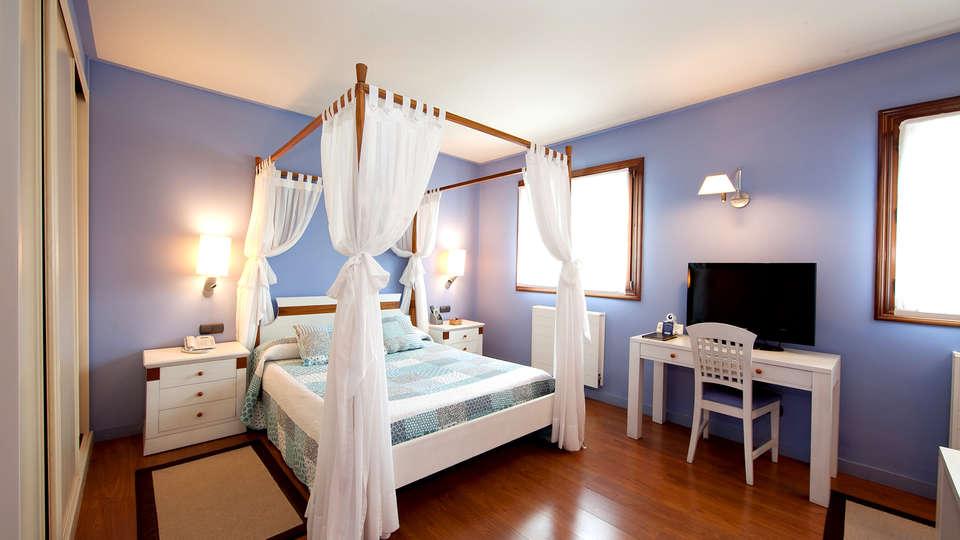 Hotel Spa Gametxo - Edit_Room2.jpg