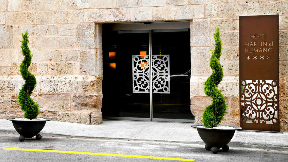 Hotel Spa Martín El Humano - EDIT_entrance.jpg