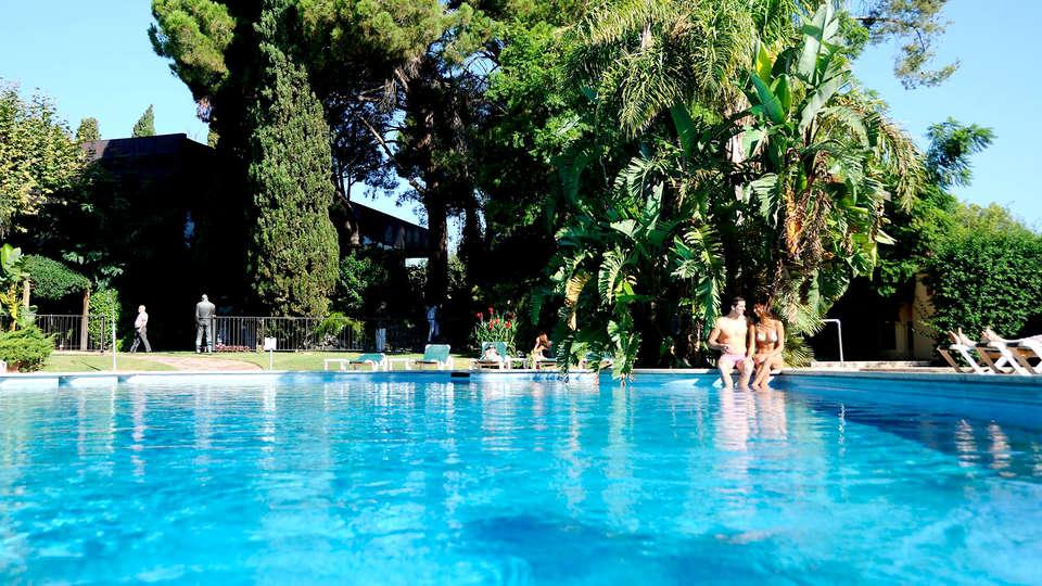Hotel Termes Montbrió - Edit_Pool.jpg