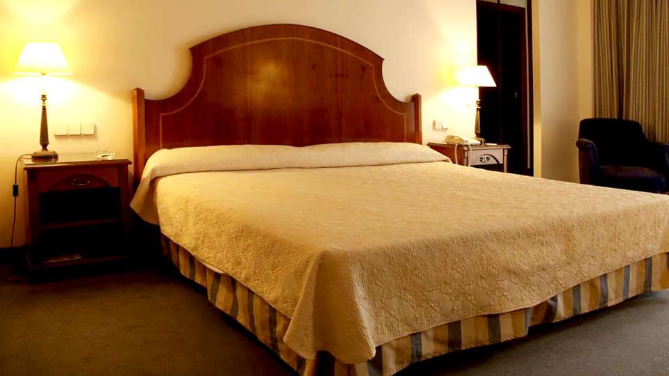 Hotel Termes Montbrió - Edit_Room3.jpg