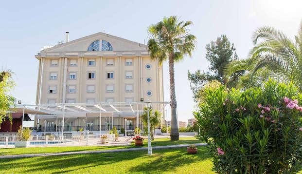 Escapada en un bonito hotel a dos pasos del Teatro Romano de Mérida con botella de cava