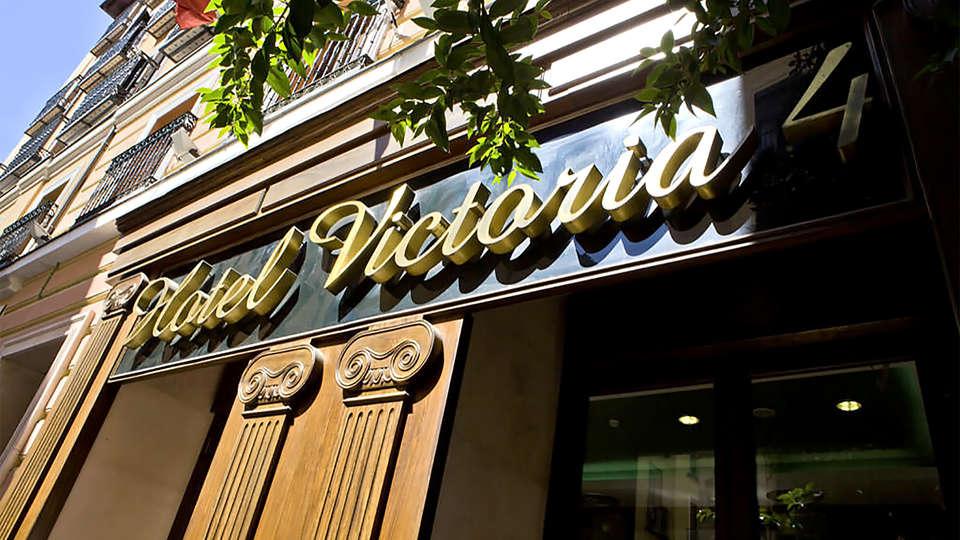 Hotel Victoria 4  - EDIT_facade2.jpg