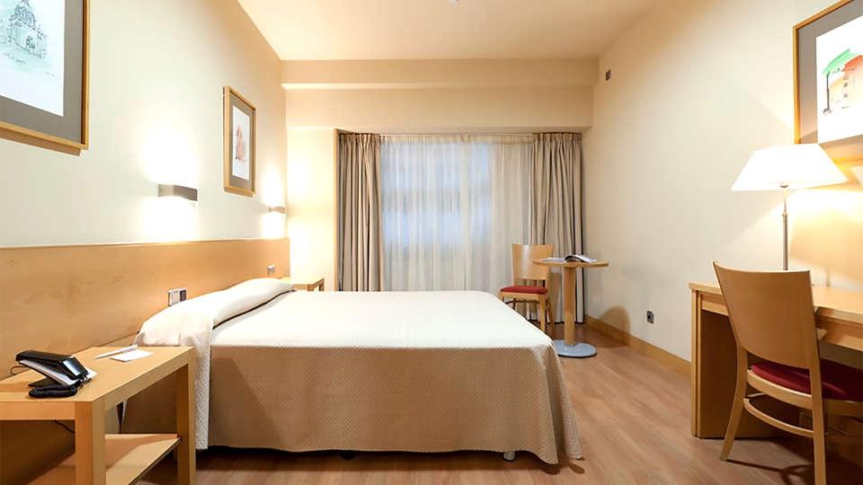 Hotel Victoria 4  - EDIT_room6.jpg