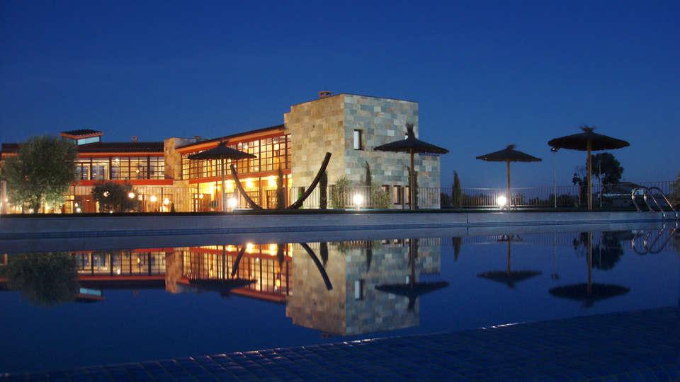 Hotel Villa Nazules Hípica Spa - EDIT_frontpool.jpg