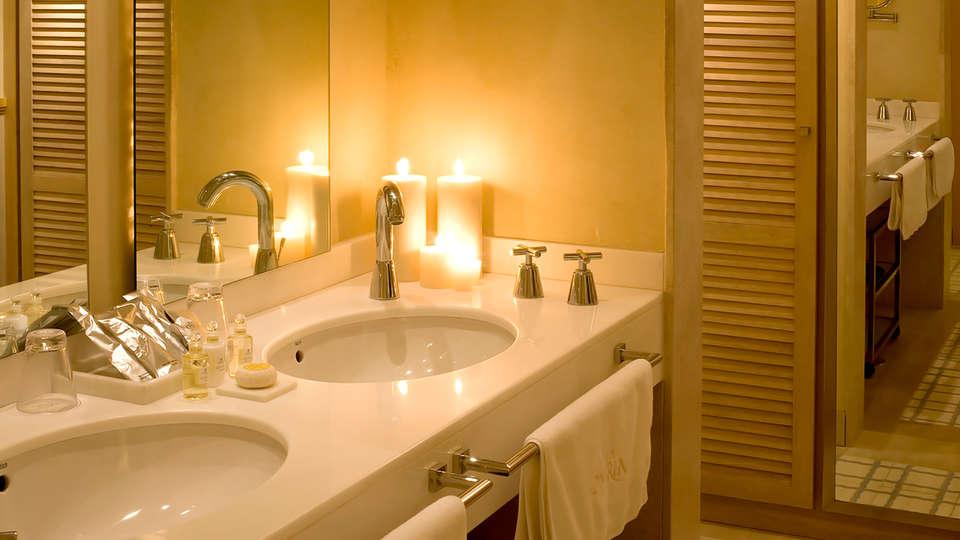 Hotel Villa Oniria - Edit_Bathroom.jpg