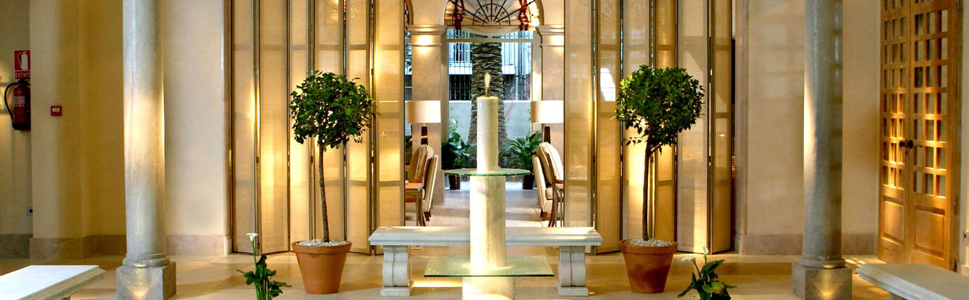Hotel Villa Oniria - Edit_Hall2.jpg