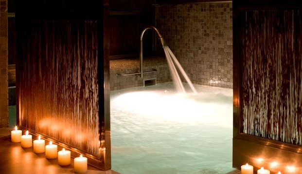 Escapade avec spa, sauna, jacuzzi et piscine dynamique dans le centre de Grenade