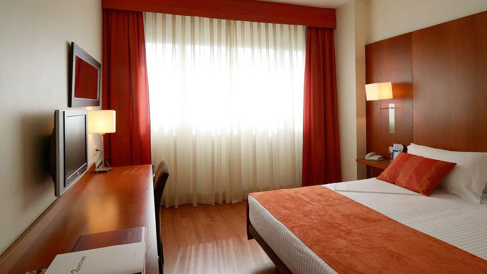 Hotel Xon's Valencia - EDIT_room1.jpg