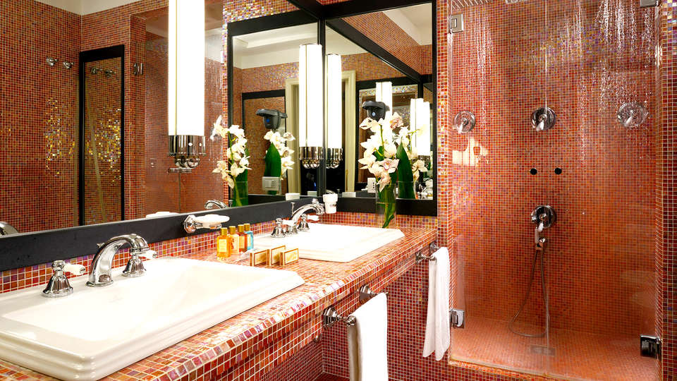 Grand Hotel Savoia - Edit_bathroom.jpg