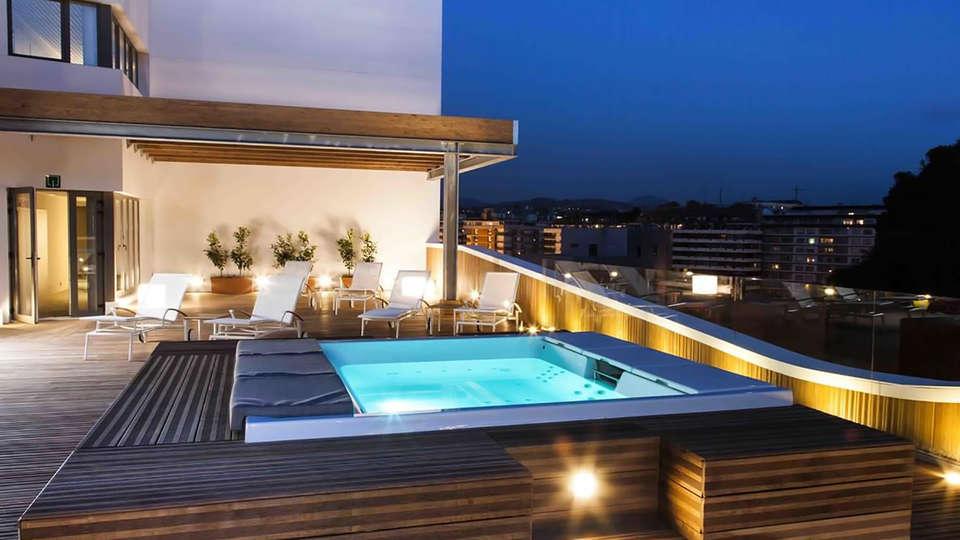 Hotel Zenit San Sebastián - Edit_Pool.jpg