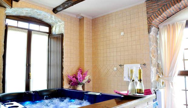 Escapada con Cena y bañera de hidromasaje en suite en una casa del s.XIX