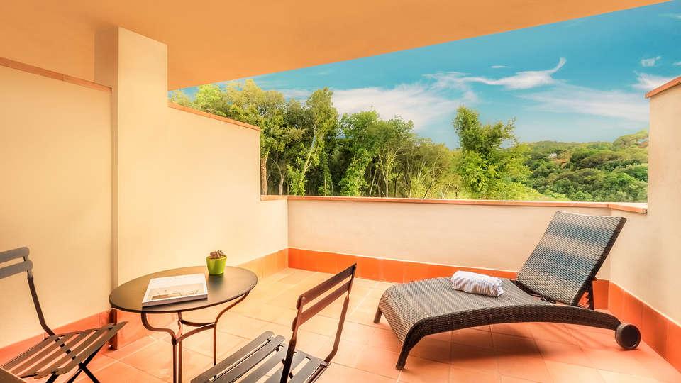 Mas Salagros Ecoresort & Aire Ancient Baths - EDIT_privaterrace.jpg