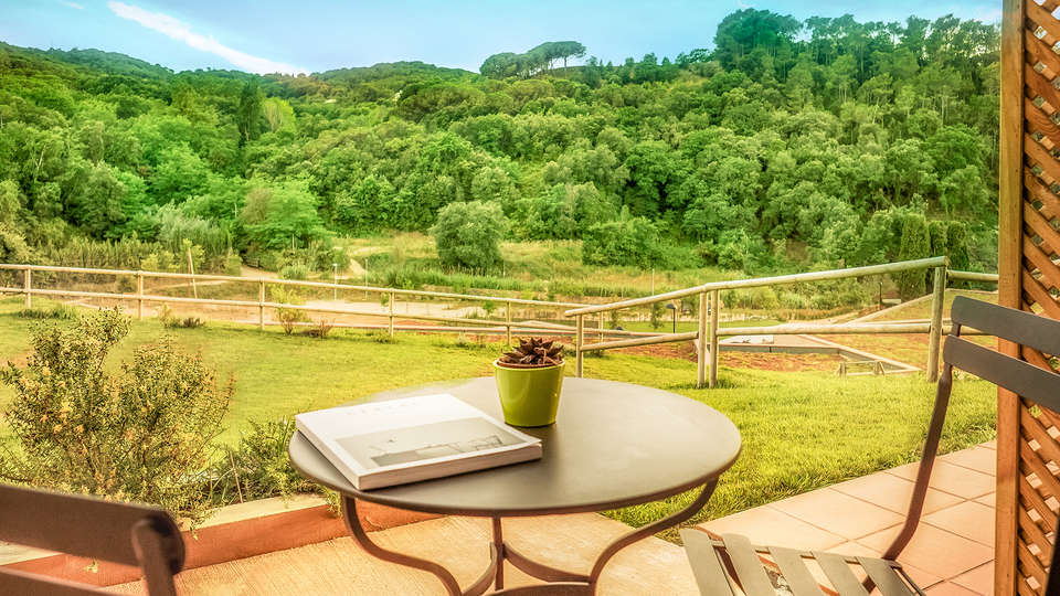 Mas Salagros Ecoresort & Aire Ancient Baths - EDIT_terrace1.jpg