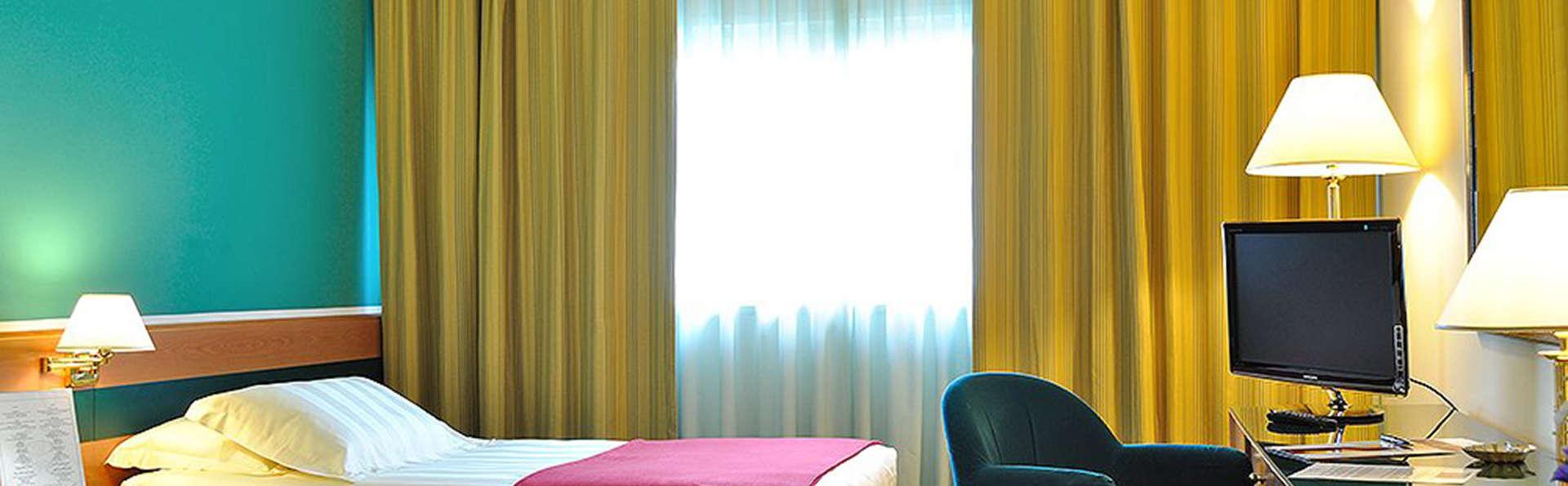 Oly Hotel - EDIT_room2.jpg