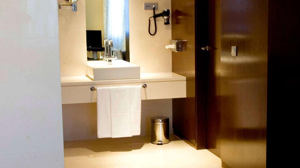 Veracruz Plaza Hotel y Spa - EDIT_bath.jpg