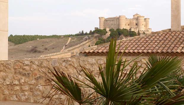 Alójate en un antiguo palacio y visita el Castillo de Belmonte